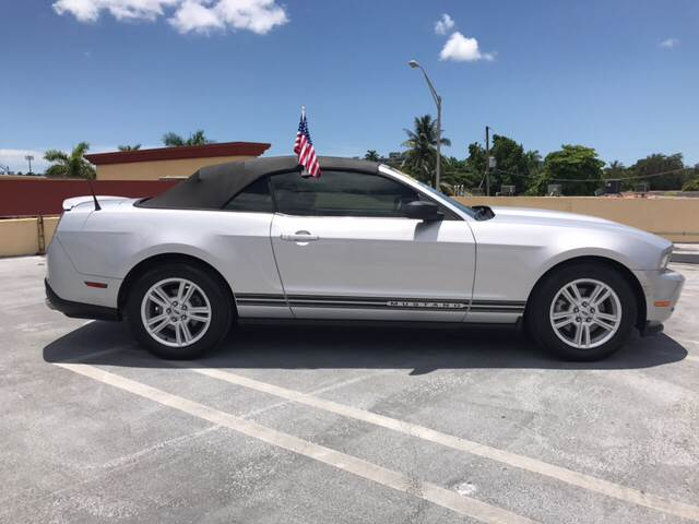2012 Ford Mustang V6 Premium 2dr Convertible - Miami FL