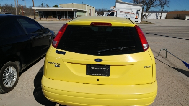 2005 Ford Focus ZX5 S 4dr Hatchback - San Angelo TX