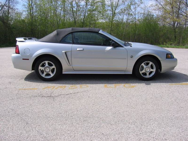 2004 Ford Mustang Deluxe 2dr Convertible - Muskego WI