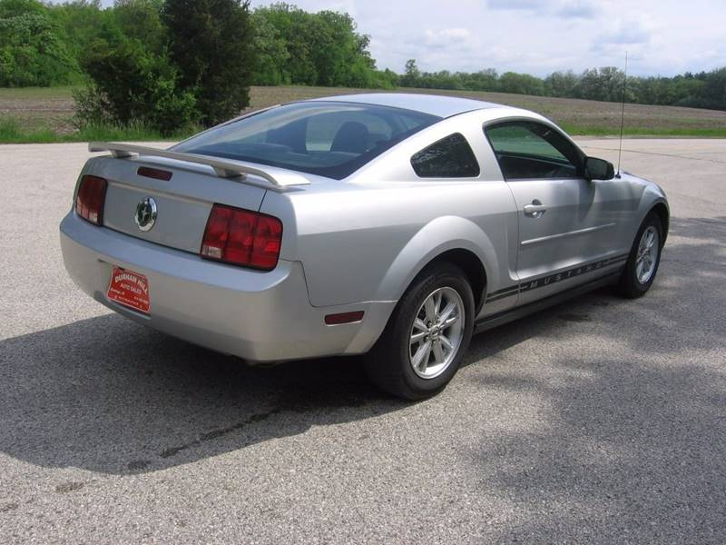 2005 Ford Mustang V6 Deluxe 2dr Coupe - Muskego WI