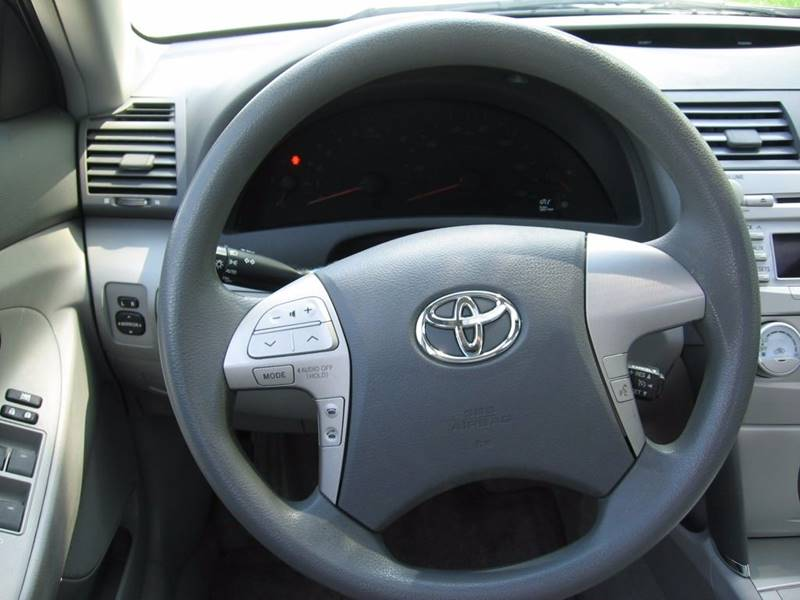 2011 Toyota Camry LE 4dr Sedan 6A - Muskego WI
