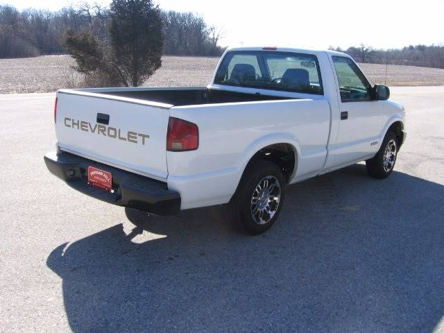 2002 Chevrolet S-10 2dr Standard Cab 2WD SB - Muskego WI