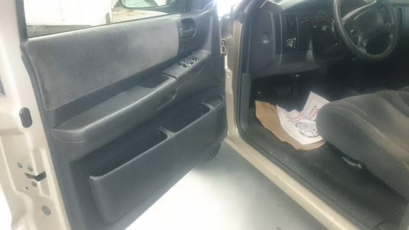 2002 Dodge Dakota 2dr Standard Cab SLT 4WD SB - Lapeer MI