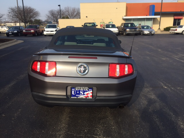 2010 Ford Mustang V6 2dr Convertible - Rockford IL