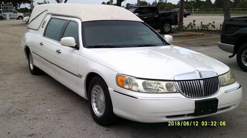 2001 Lincoln Town Car Executive 4dr Sedan In Deerfield Fl Land