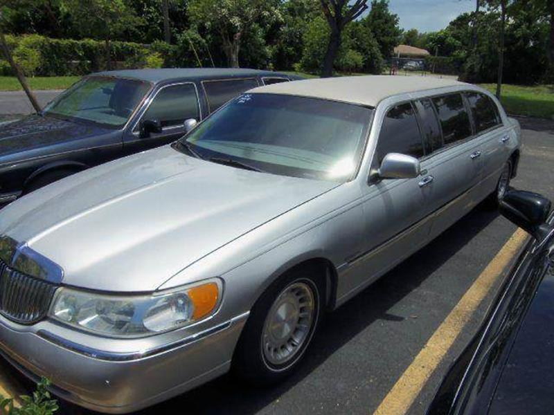 2002 Lincoln Town Car for sale at LAND & SEA BROKERS INC in Deerfield FL