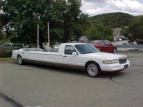 1996 Lincoln Town Car for sale at North Hills Auto Mall in Pittsburgh PA