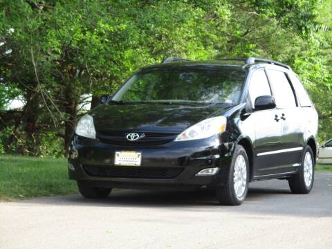 2009 Toyota Sienna for sale at Loudoun Used Cars in Leesburg VA