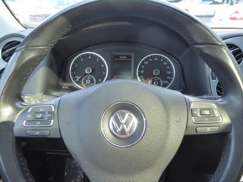 2013 Volkswagen Tiguan AWD SE 4Motion 4dr SUV w/Sunroof and Navigation (ends 1/13) - Chantilly VA