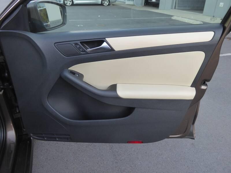 2011 Volkswagen Jetta SE PZEV 4dr Sedan 6A - Chantilly VA