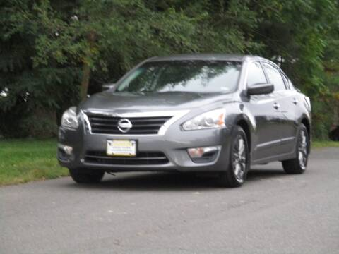 2015 Nissan Altima for sale at Loudoun Used Cars in Leesburg VA