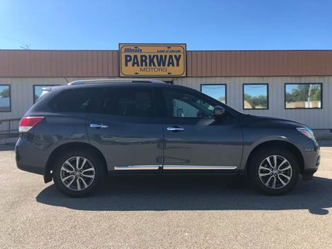 2014 Nissan Pathfinder for sale at Parkway Motors in Springfield IL