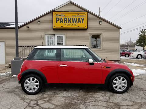 2004 MINI Cooper for sale at Parkway Motors in Springfield IL