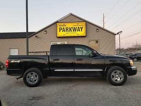 2006 Dodge Dakota for sale at Parkway Motors in Springfield IL