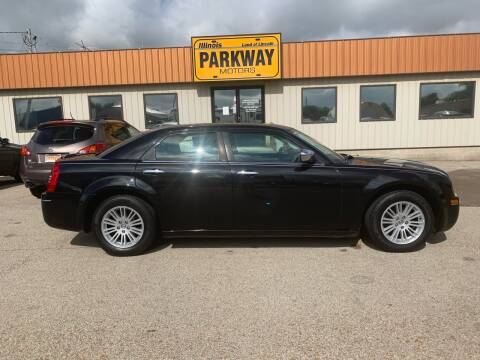2010 Chrysler 300 for sale at Parkway Motors in Springfield IL