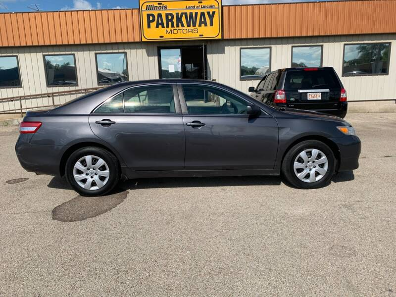 2011 Toyota Camry for sale at Parkway Motors in Springfield IL