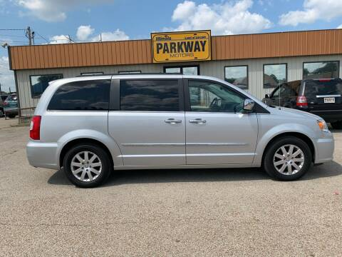 2011 Chrysler Town and Country for sale at Parkway Motors in Springfield IL