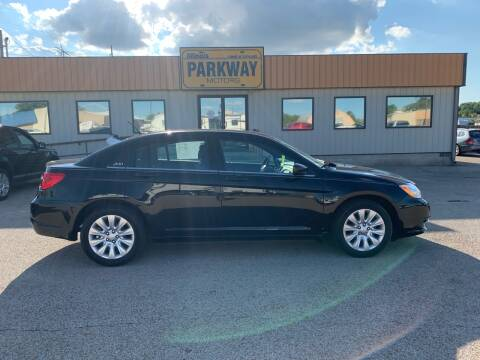 2014 Chrysler 200 for sale at Parkway Motors in Springfield IL