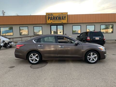 2014 Nissan Altima for sale at Parkway Motors in Springfield IL