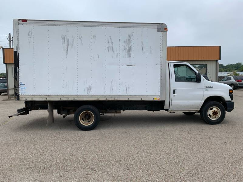 2012 Ford E-Series Chassis for sale at Parkway Motors in Springfield IL
