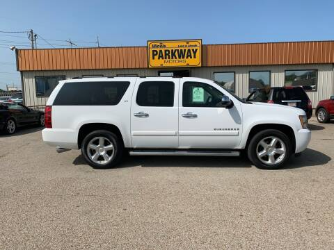 2007 Chevrolet Suburban for sale at Parkway Motors in Springfield IL