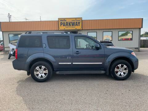 2008 Nissan Pathfinder for sale at Parkway Motors in Springfield IL