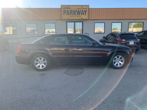 2005 Chrysler 300 for sale at Parkway Motors in Springfield IL