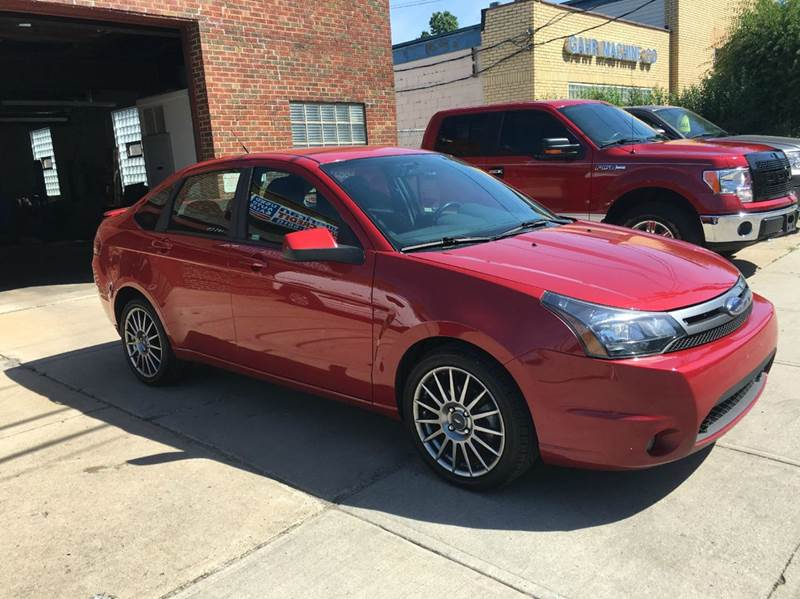 2010 Ford Focus SES 4dr Sedan - Cleveland OH