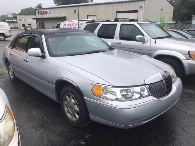 2001 Lincoln Town Car for sale at GALANTE AUTO SALES LLC in Aston PA