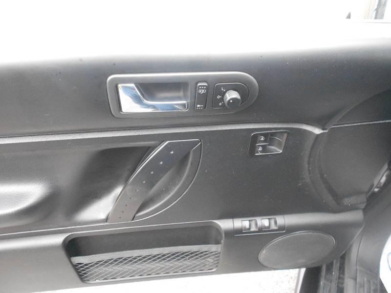 2010 Volkswagen New Beetle Base PZEV 2dr Hatchback 6A - Brookland AR