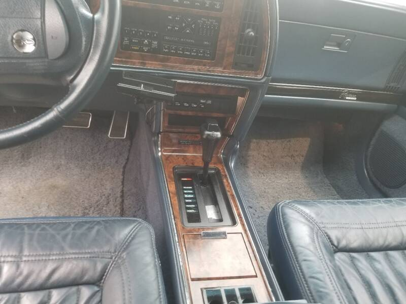 1992 Buick Riviera 2dr Coupe - Lolo MT