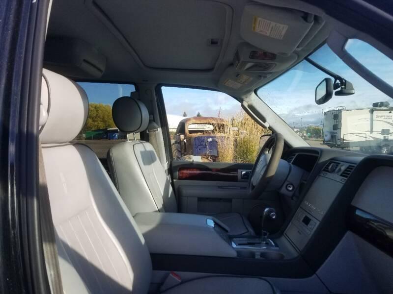 2005 Lincoln Navigator Luxury 4WD 4dr SUV - Lolo MT