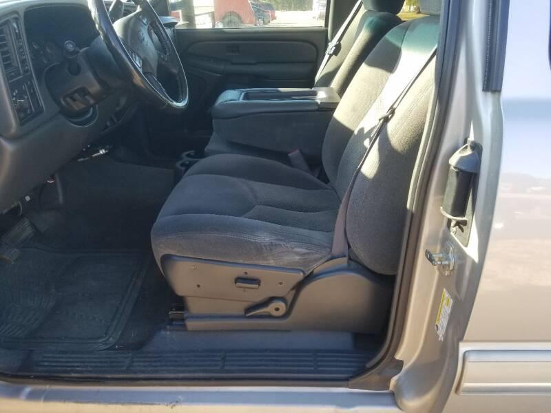 2006 Chevrolet Silverado 2500HD LS 4dr Extended Cab 4WD LB - Lolo MT