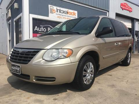 2007 Chrysler Town and Country for sale at AutoPros - Waterloo in Waterloo IA