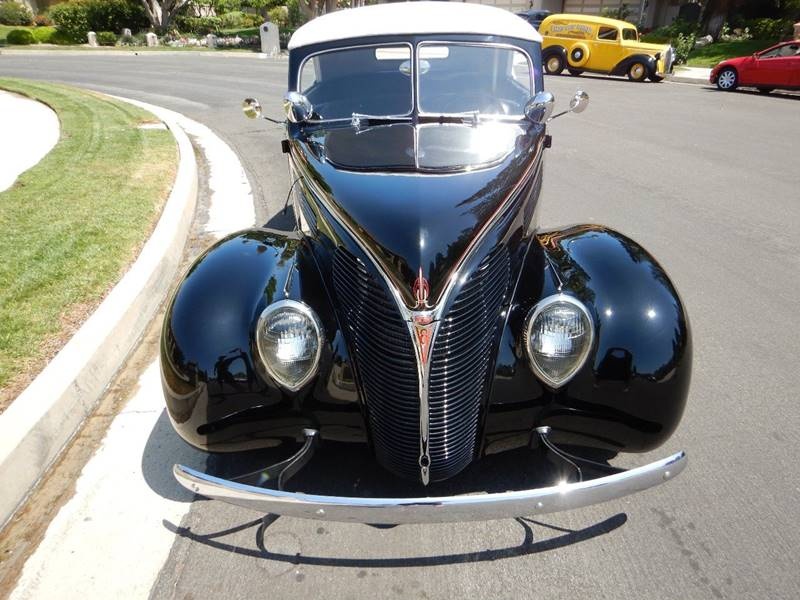 1938 Ford Cabriolet 4
