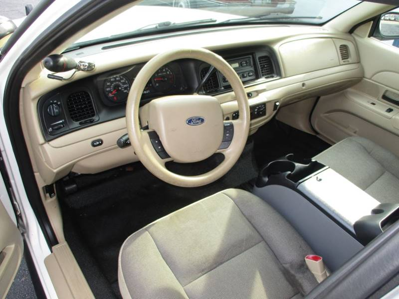 2011 Ford Crown Victoria Police Interceptor Pursuit 4dr Sedan (3 55