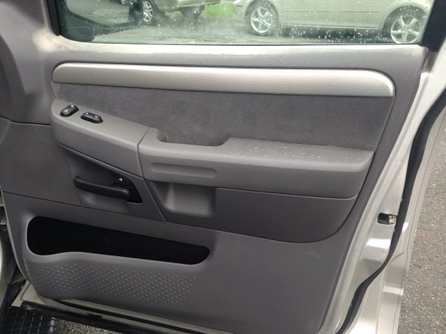 2003 Ford Explorer XLT 4dr 4WD SUV - Danbury CT