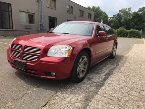 2006 Dodge Magnum for sale at CarsForSaleNYCT in Danbury CT