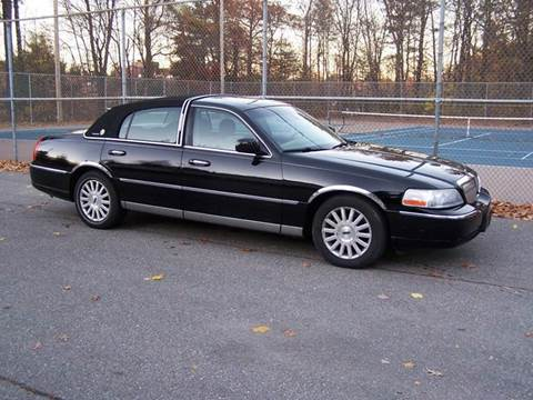2003 Lincoln Town Car for sale at William's Car Sales aka Fat Willy's in Atkinson NH