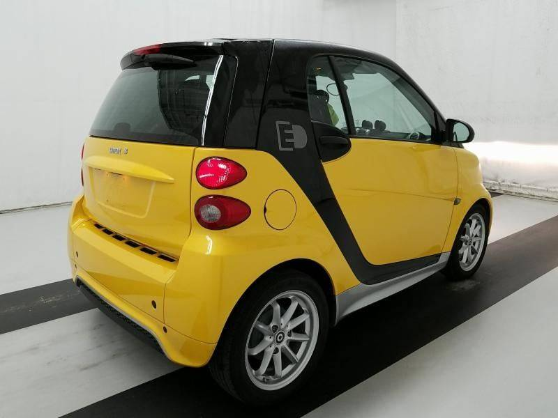 2014 Smart fortwo passion electric drive 2dr Hatchback: 2014 Smart fortwo passion electric drive 2dr Hatchback 26246 Miles Yellow Hatchb