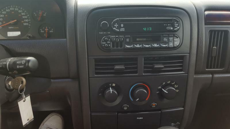 2000 Jeep Grand Cherokee 4dr Laredo 4WD SUV - Cedar Rapids IA