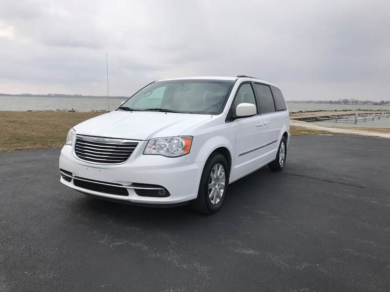 2013 Chrysler Town and Country for sale at Lakeshore Auto Sales LLC in Celina OH