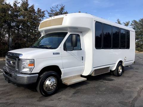 2017 Ford E-450 for sale in Westbury, NY