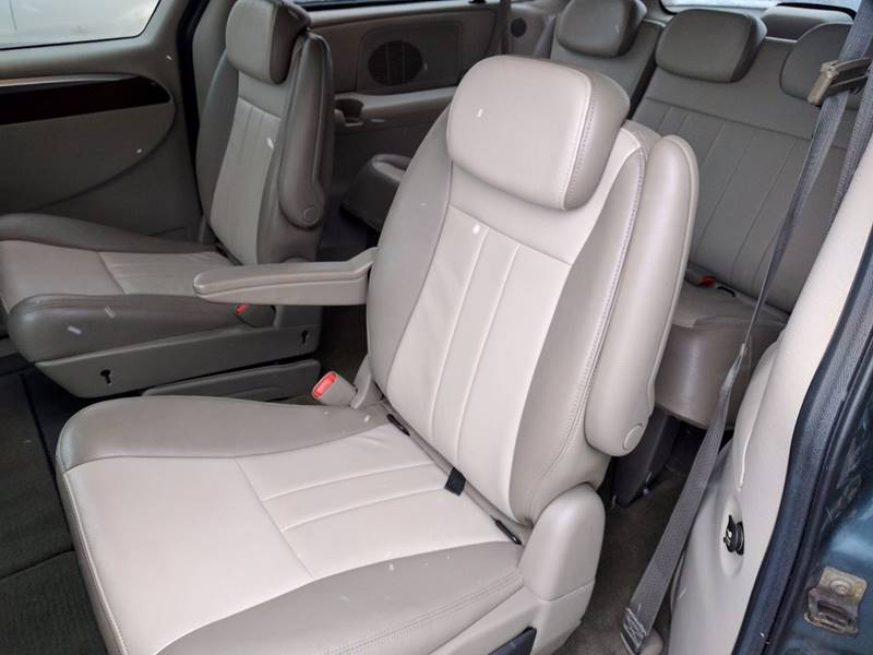 2007 Chrysler Town and Country Touring 4dr Extended Mini-Van - Cleveland OH