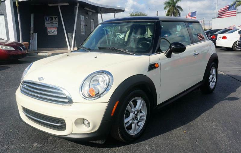 2011 MINI COOPER BASE 2DR HATCHBACK off white leatherette upholsteryamfmcd w6 speakers4-whee