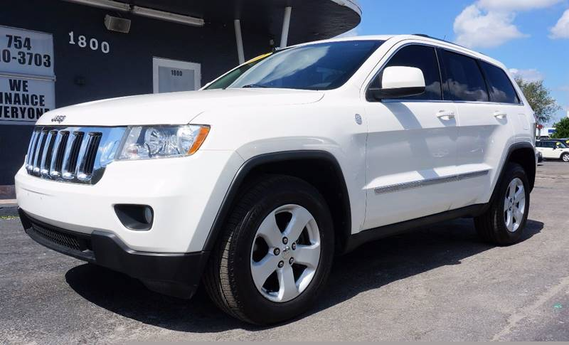 2011 JEEP GRAND CHEROKEE LAREDO X 4X4 4DR SUV white 309 axle ratiocloth low-back bucket seatsn