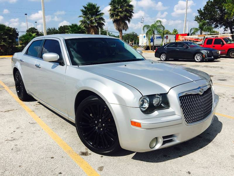 2010 CHRYSLER 300 S V8 4DR SEDAN bright silver metallic clearco performance seats wperforated su
