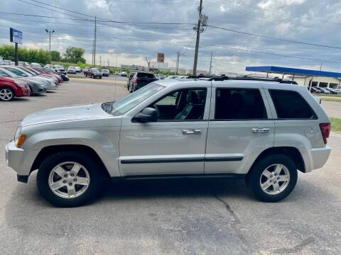 2007 Jeep Grand Cherokee for sale at Iowa Auto Sales, Inc in Sioux City IA