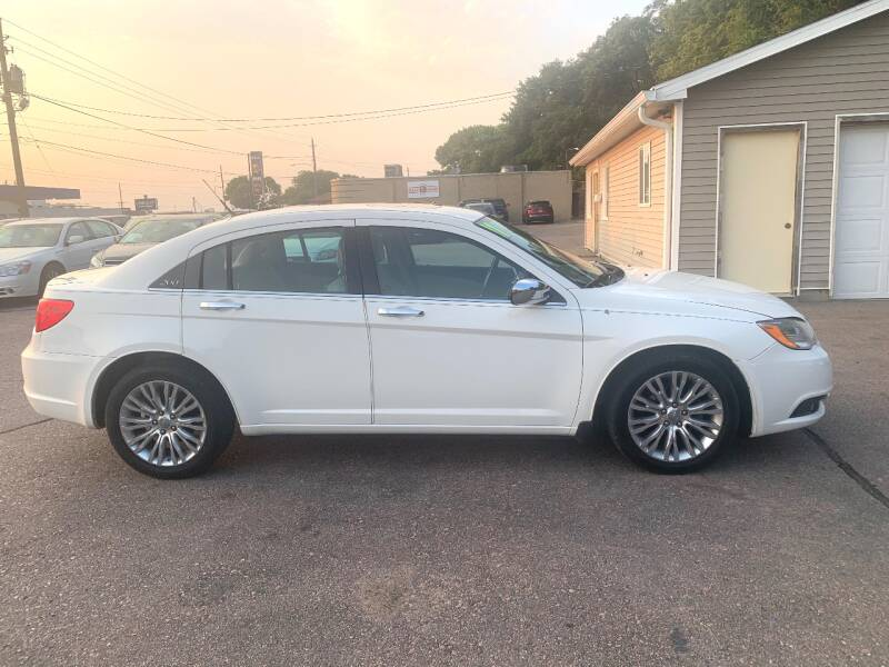 2011 Chrysler 200 for sale at Iowa Auto Sales, Inc in Sioux City IA