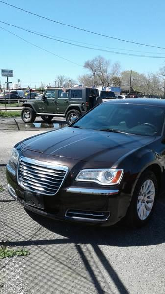 2013 Chrysler 300 4dr Sedan - Pasadena TX